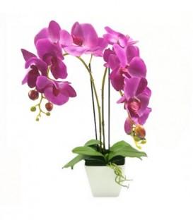 UMĚLÁ ORCHIDEJ v krásném fialový květináči